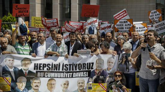 """Prozess gegen Mitarbeiter der """"Cumhuriyet"""