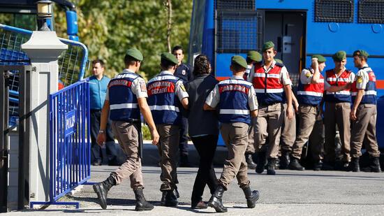 Justiz ordnet 250 Festnahmen wegen Putschversuch 2016 an