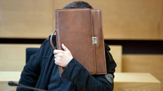 Haftstrafe: Bankkassierer veruntreut 1,4 Millionen Euro