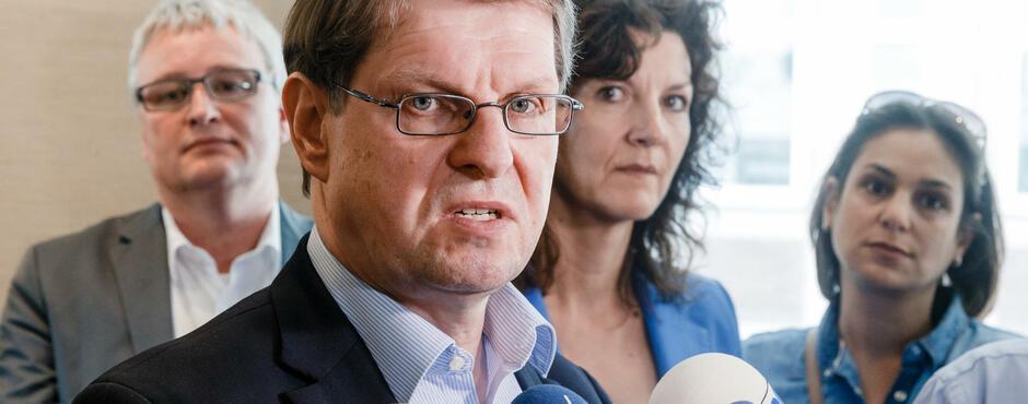 Rücktrittsforderungen: Ralf Stegner gibt nicht nach