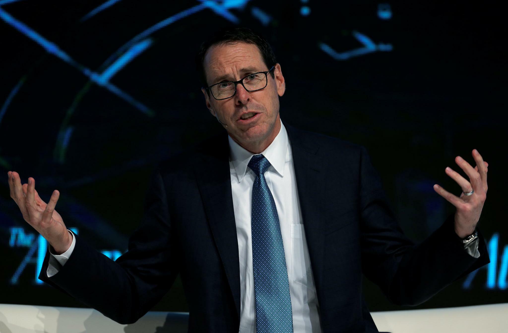 AT&T-CEO Randall Stephenson verteidigt beharrlich seine Strategie