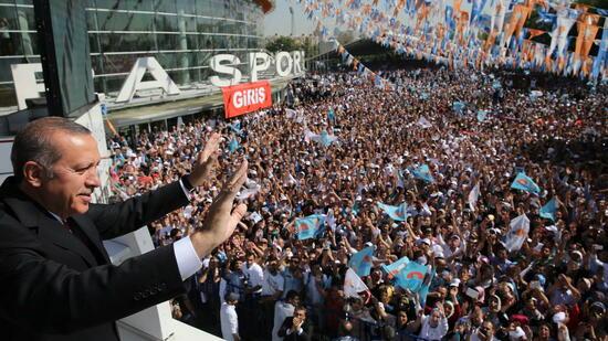 Erdogan wird bei Sonderparteitag wieder AKP-Chef