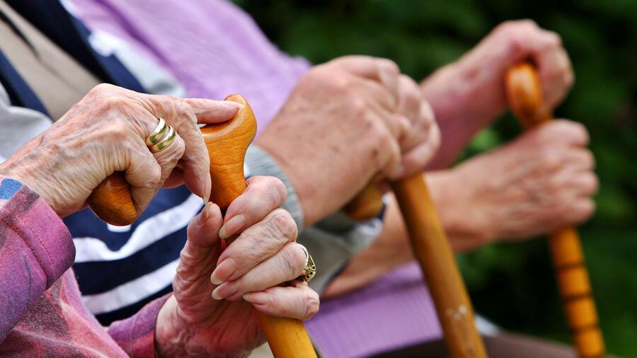hilfe im hohen alter alte menschen gehen zu selten in psychotherapie. Black Bedroom Furniture Sets. Home Design Ideas