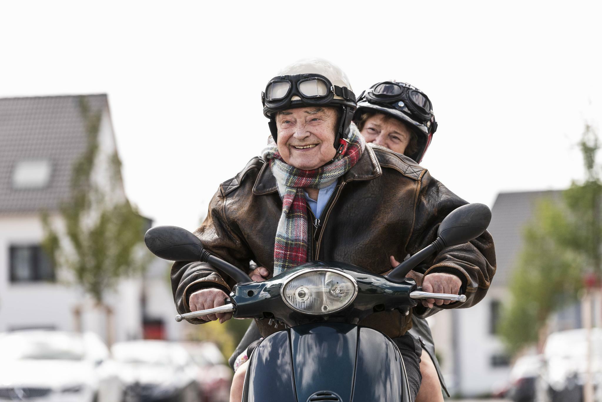 Wie man im Alter neben der Rente von seinem Ersparten leben kann