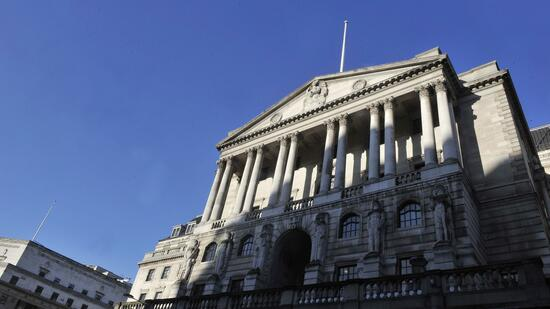 huGO-BildID: 20573099 epa02536464 The Bank of England is pictured in London, Britain, 18 January 2011. UK inflation figures released 18 January have showed an increase in December 2010 with the Consumer Prices Index (CPI) rising to 3.7 per cent, up from 3.3 per cent in November. Retail Prices Index (RPI) inflation, which includes mortgage interest payments rose to 4.8 per cent from 4.7 per cent. The rise will put further pressure on the Bank of England to lift interest rates to curb rising inflation. EPA/ANDY RAIN +++(c) dpa - Bildfunk+++ Quelle: dpa