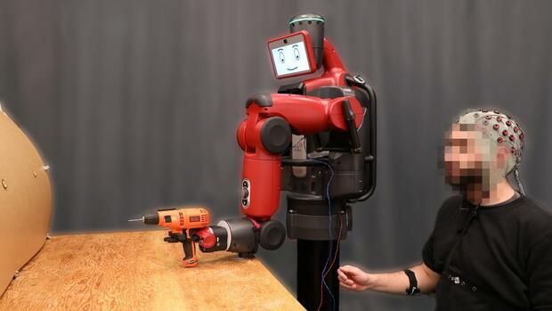 Mensch-Maschine-Interaktion: Roboter steuern mit der Kraft der Gedanken