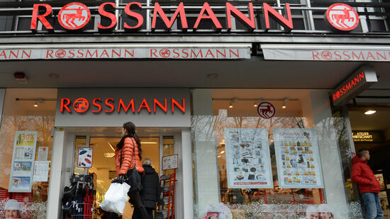 rossmann plant 250 neue filialen. Black Bedroom Furniture Sets. Home Design Ideas