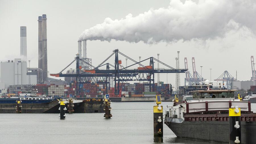 Der Containerhafen von Rotterdam ist in diesem Ranking der einzige Hafen aus Europa. Quelle: REUTERS