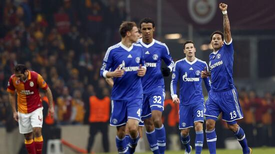 huGO-BildID: 29945333 Schalke 04's Jermaine Jones (R) celebrates his goal against Galatasaray during their Champions League soccer match at Turk Telekom Arena in Istanbul February 20, 2013. REUTERS/Murad Sezer (TURKEY - Tags: SPORT SOCCER) Quelle: Reuters