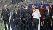 """Fußball: Regen bei der Siegerehrung: """"Nur Putin aus Zucker"""""""