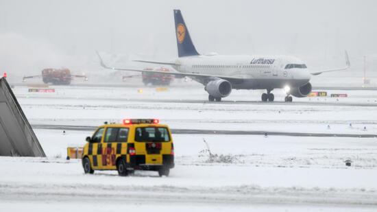 Schnee und Eis behinderten Verkehr in Deutschland - viele Unfälle