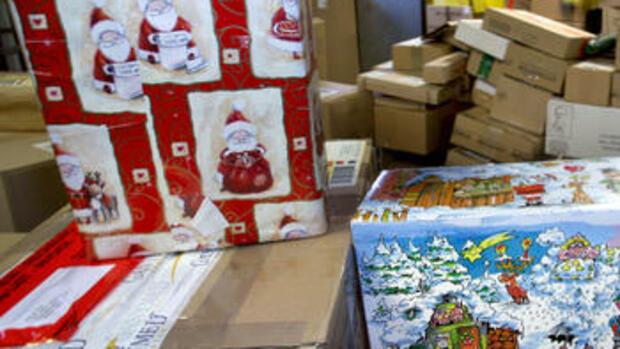 weihnachtsgeschenke immer mehr gutscheine unterm christbaum. Black Bedroom Furniture Sets. Home Design Ideas
