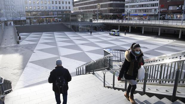 Pandemie: Schweden leitet Kehrtwende in der Coronakrise ein