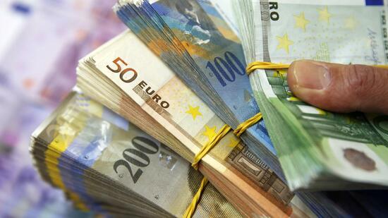 euro und dollar schweizer nationalbank sammelt devisen. Black Bedroom Furniture Sets. Home Design Ideas
