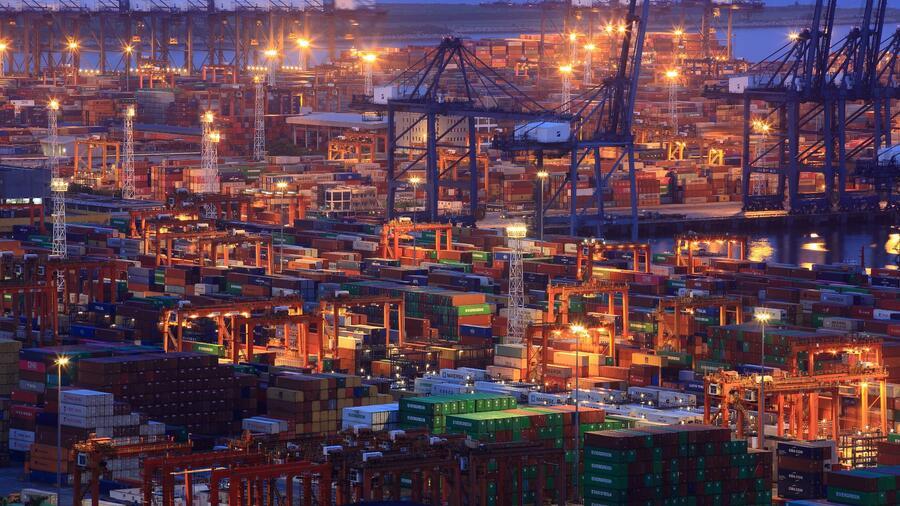 Der Containerhafen im chinesischen Shenzhen ist der viertgrößte der Welt. Quelle: Reuters