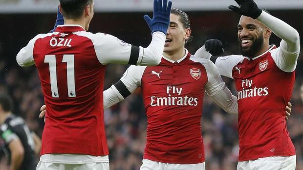 Fußball: Arsenal gewinnt deutlich - Agüero schießt Man City zum Sieg