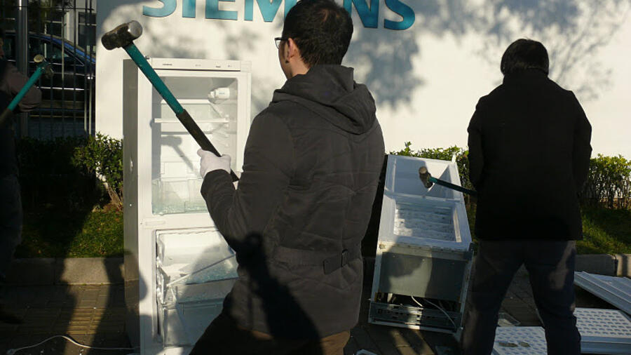 Siemens Kühlschrank Heiß : China ger zertrümmert siemens kühlschrank