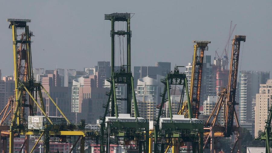 Der Containerhafen im südasiatischen Singapur ist der zweitgrößte der Welt. Quelle: dpa
