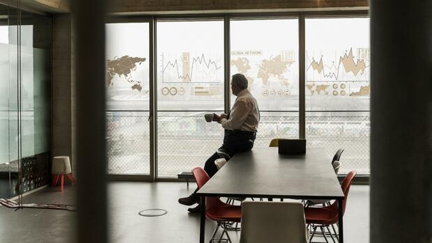 """Serie """"Gekündigt – was nun?"""": Plötzlich perspektivlos – Wie Konzerne teure und erfahrene Manager kaltstellen"""