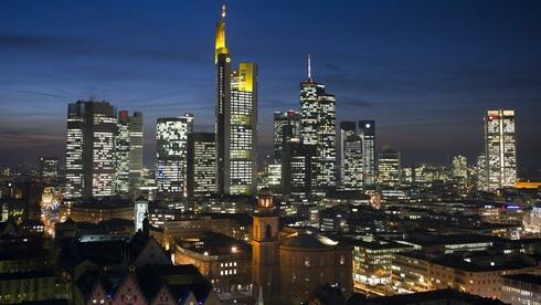 Europas Banken drohen nach Einschätzung der BIZ in einen Teufelskreislauf zu geraten. Quelle: dpa