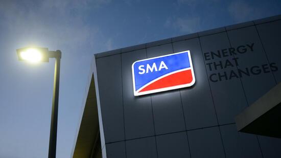 SMA Solar Technology AG hebt Prognose an
