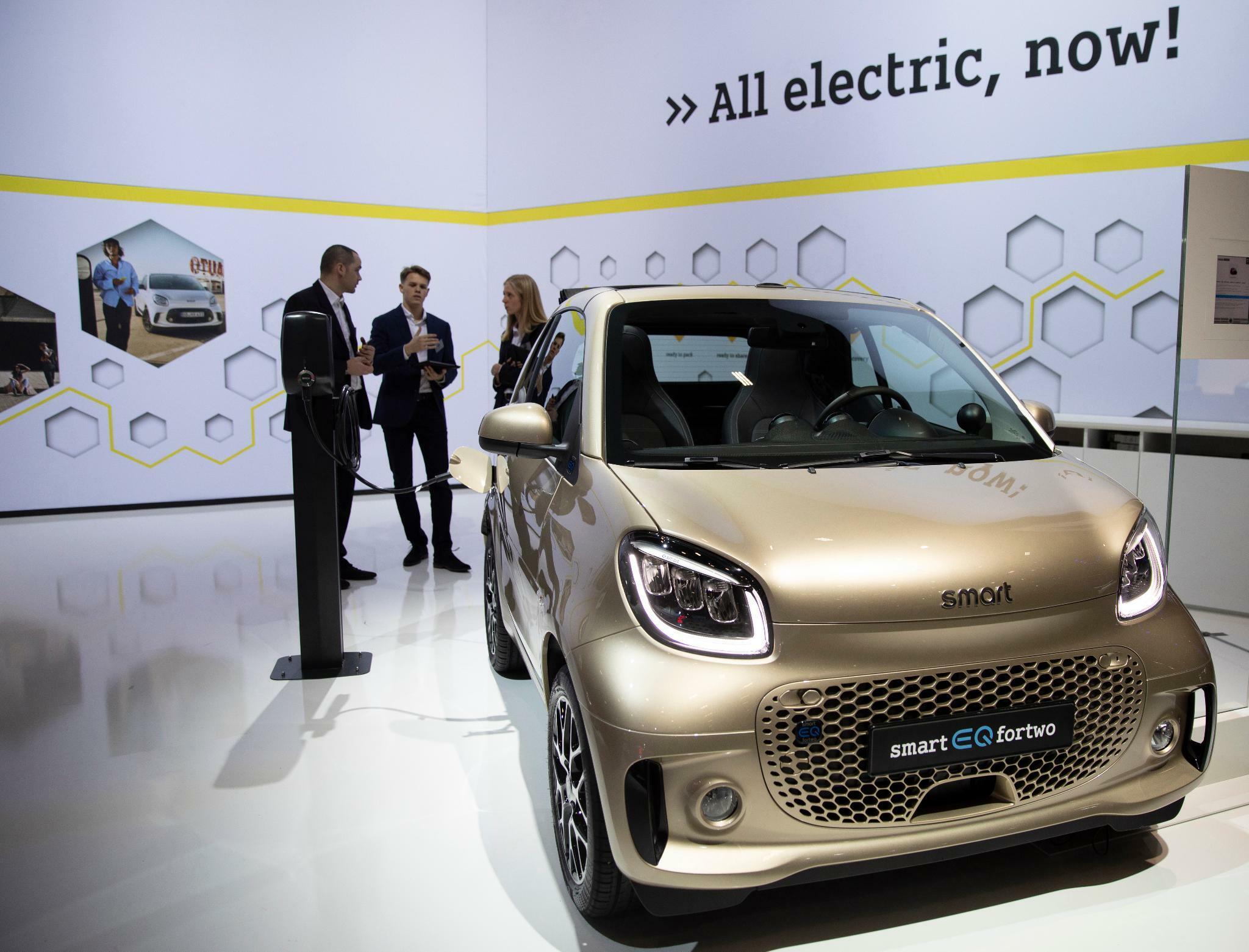 Die neuen E-Smarts sind Daimlers winzige CO2-Hoffnung