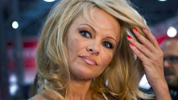 us schauspielerin pamela anderson will missbrauchsopfern mut machen. Black Bedroom Furniture Sets. Home Design Ideas