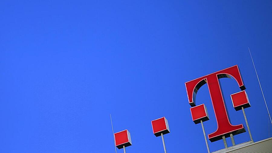 Deutsche Telekom hebt Gewinnerwartungen für Gesamtjahr leicht an
