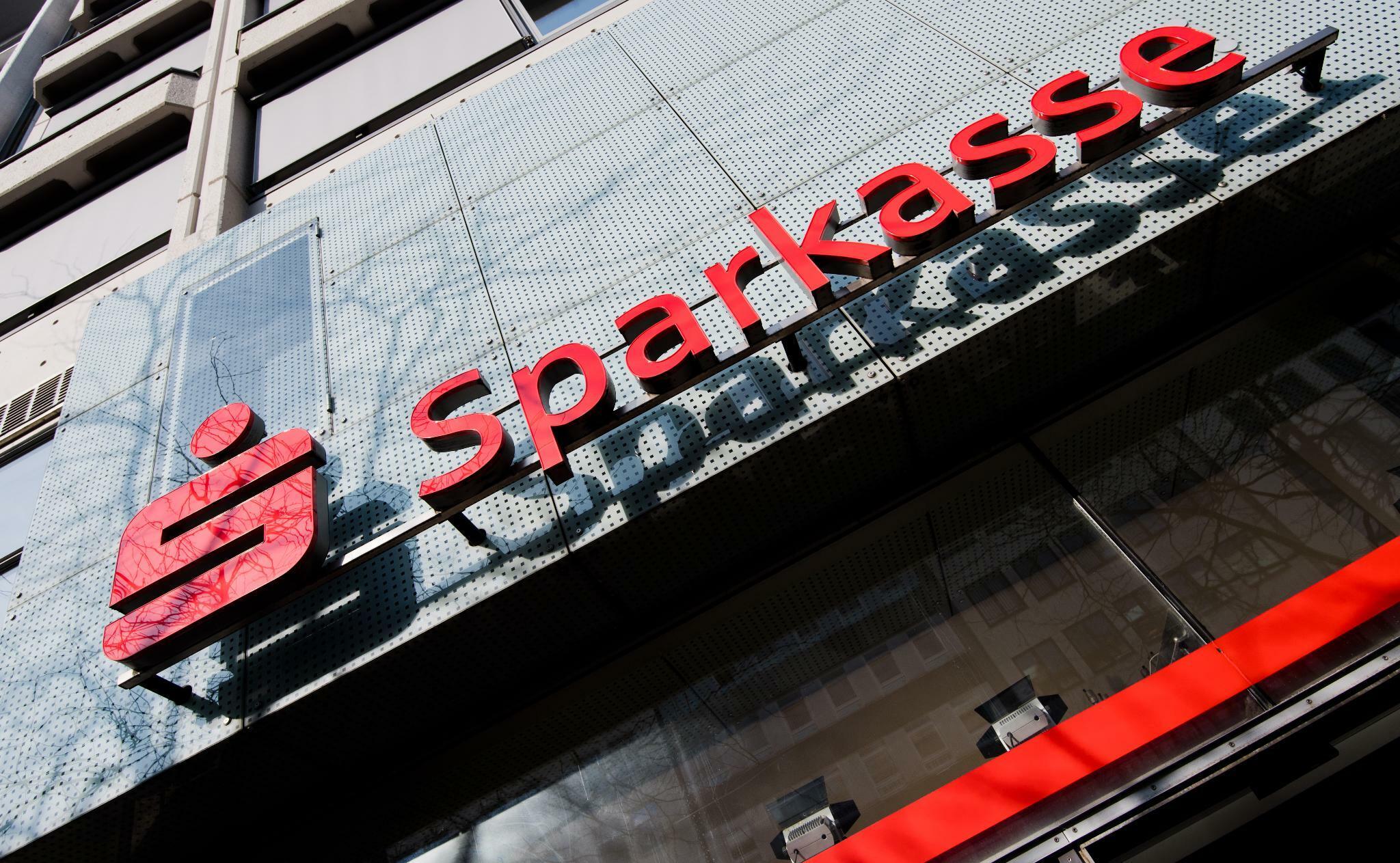 Sparkassen: Führungskräfte-Gehalt so gut wie bei privaten Banken