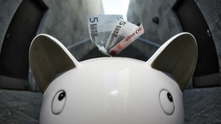 inflation und niedrigzins die deutschen sparen sich rmer. Black Bedroom Furniture Sets. Home Design Ideas