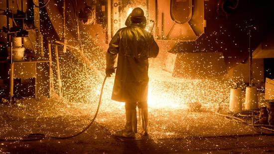 Trump lässt Einfuhrbeschränkungen bei Stahl-Importe prüfen