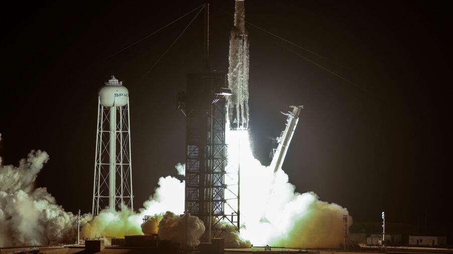 Elon Musks SpaceX bringt Rakete mit 24 Satelliten ins Weltall