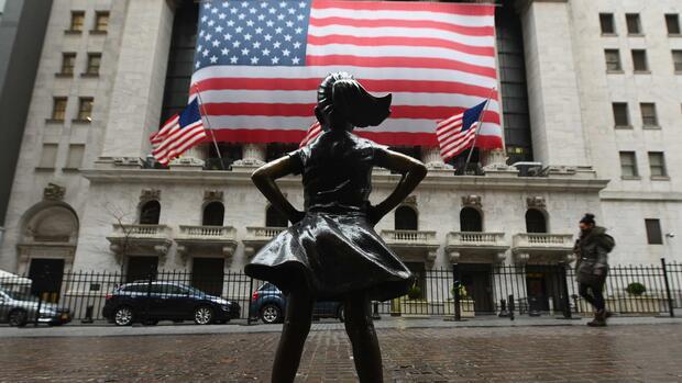 Dow Jones, Nasdaq, S&P 500: Trumps Öl-Tweet gibt Wall Street Auftrieb – Dow schließt im Plus