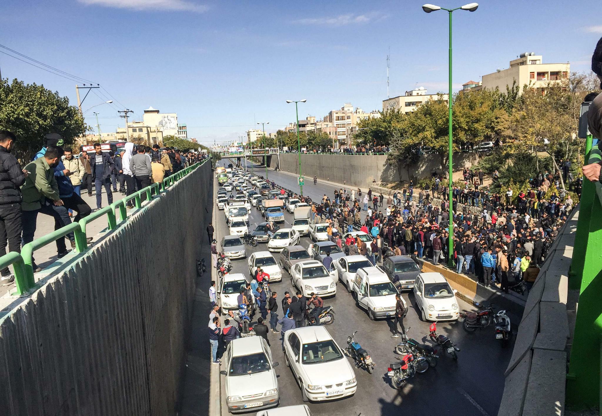Iran. Proteste gegen Benzinpreiserhöhung weiten sich aus