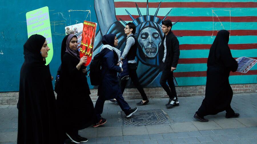 Iraner demonstrieren vor Sanktionsbeginn gegen die USA