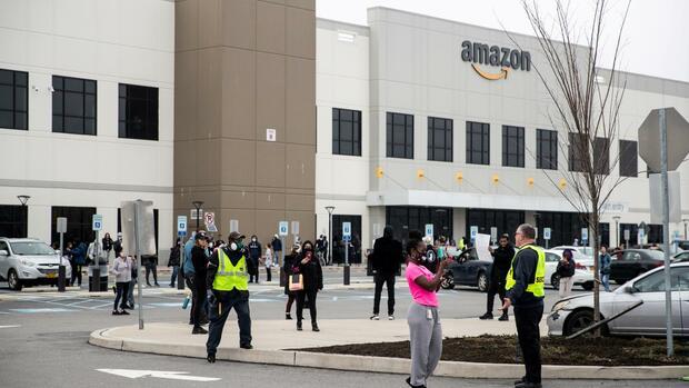 """Coronakrise: """"Er ist nicht intelligent oder wortgewandt"""" – Wie Amazon gegen einen Streikführer vorgeht"""