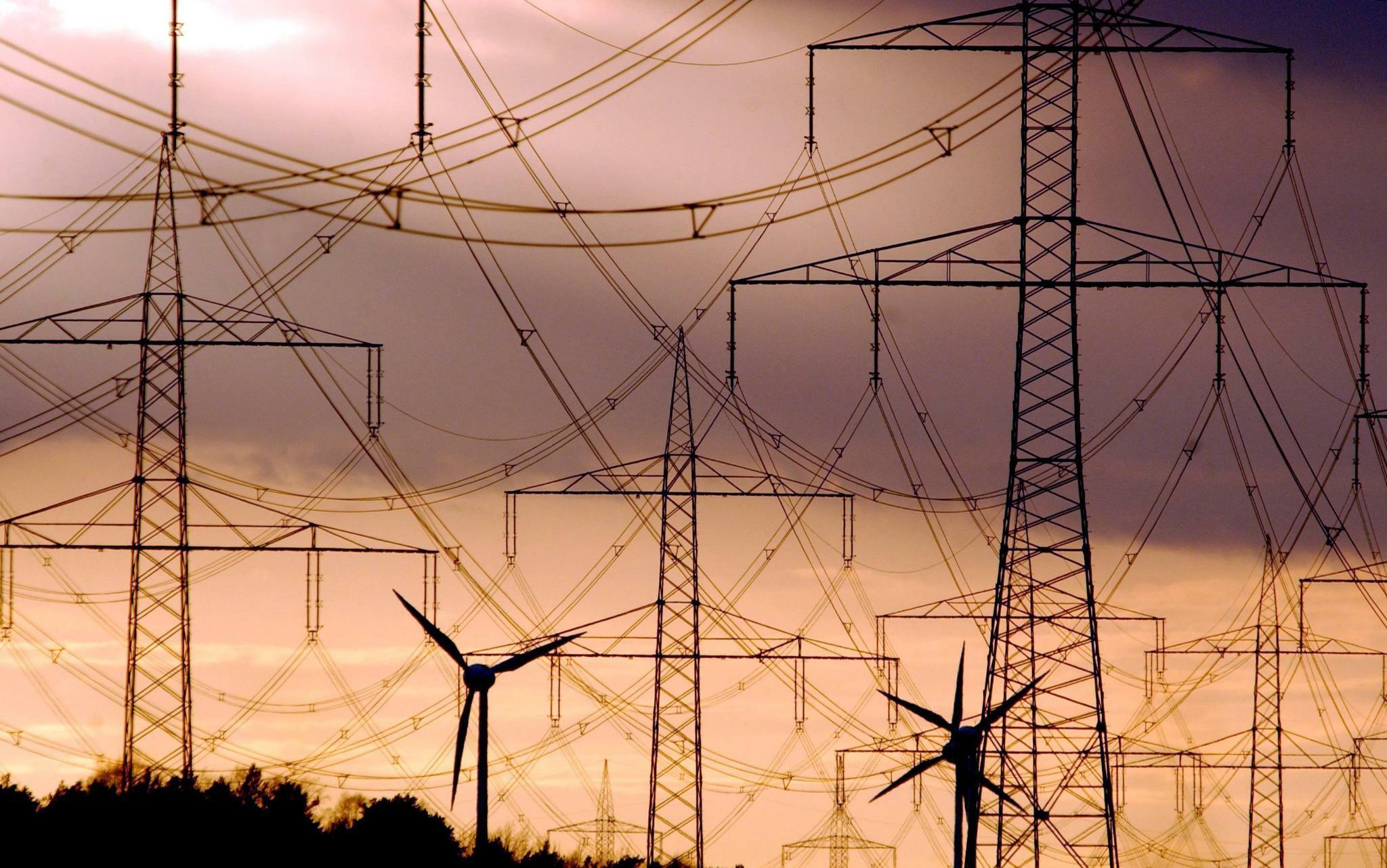Stromnetz: Warum der Ausbau noch teurer wird