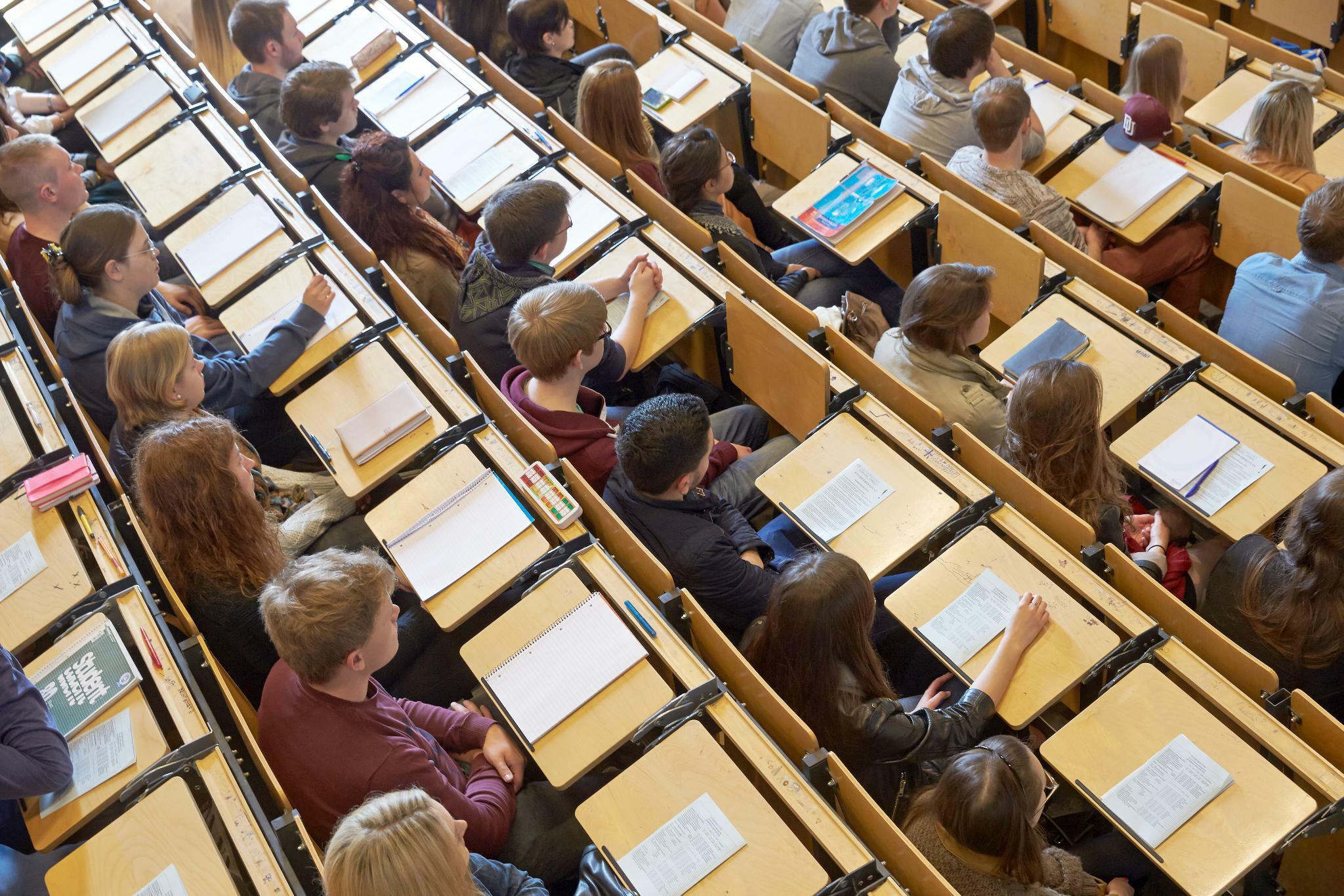 Richter entscheiden über Steuervorteil für Studenten