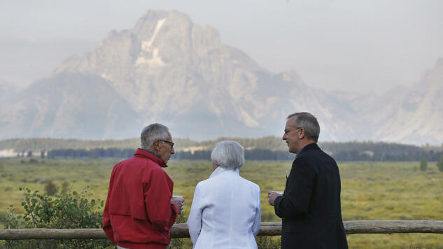 Jackson Hole im Grand Teton Nationalpark in Wyoming: US-Notenbankvize Stanley Fischer (v.l.), Fed-Chefin Janet Yellen und Bill Dudley, Chef der New Yorker Fed. Quelle: AP