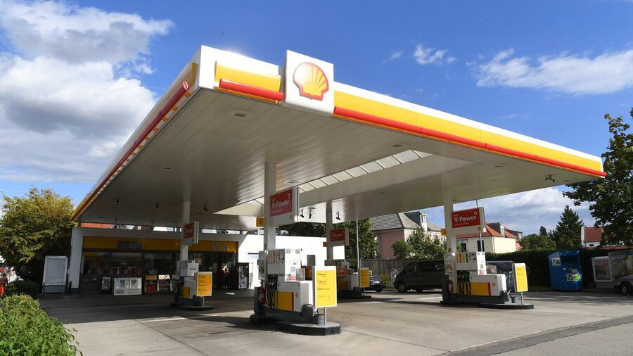 Die E-Mobilität treibt einen Keil zwischen die Öl- und Autobranche
