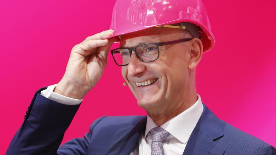 Deutsche Telekom hebt Prognosen erneut an - Wirtschaft
