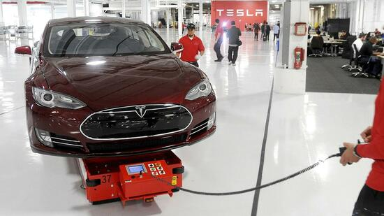 Tesla stellt Elektro-Laster und schnellen Sportwagen vor
