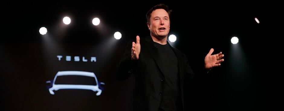 Tesla macht hohe Verluste – und will eigene Autoversicherung gründen