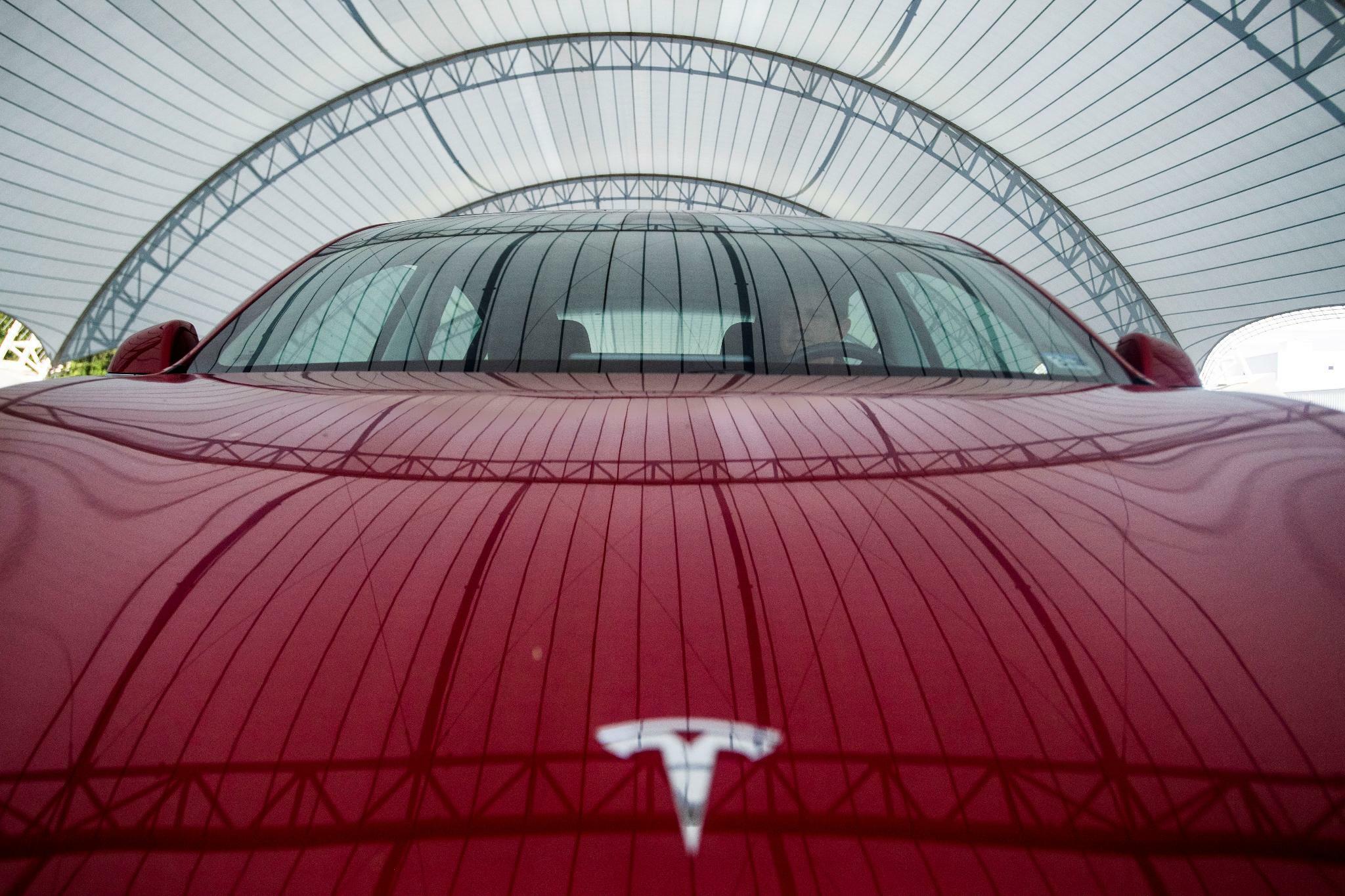 Tesla weist Berichte über plötzliche Beschleunigung zurück
