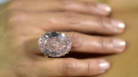 pink star der teuerste diamant der welt. Black Bedroom Furniture Sets. Home Design Ideas
