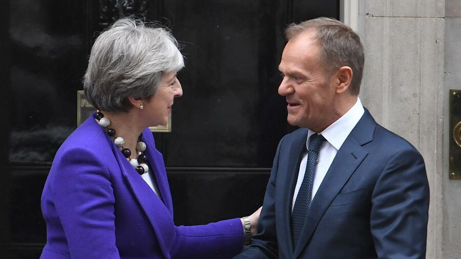 EU lehnt Mays Brexit-Pläne ab - und bietet schlichtes Handelsabkommen an