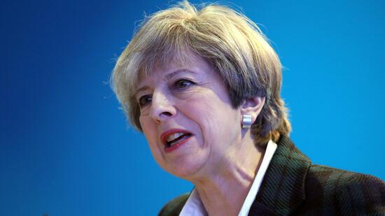 Großbritannien: Britische Parteien unterbrechen Wahlkampf nach Manchester
