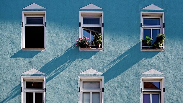 wohnen in deutschland haushalte geben gut ein drittel ihres budgets aus. Black Bedroom Furniture Sets. Home Design Ideas