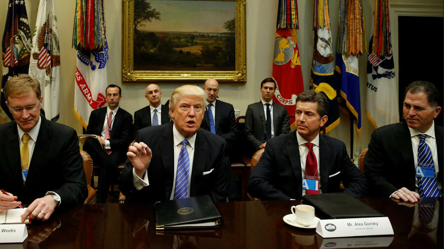 Corning-Chef Wendell Weeks (l.), US-Präsident Donald Trump, Johnson & Johnson-CEO Alex Gorsky, Dell-Chef Michael Dell. Quelle: Reuters