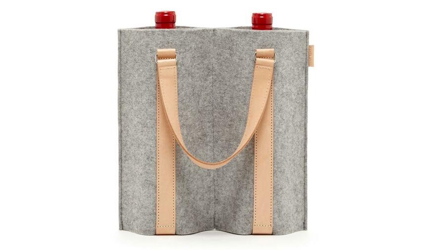 The designer bag ensures that the noble drop maintains its temperature.  Source: Count Lantz
